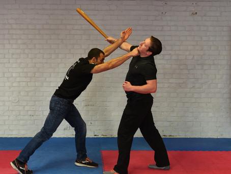 Krav Maga gegen Stock- Wie kann ich mich gegen Stockangriffe verteidigen?