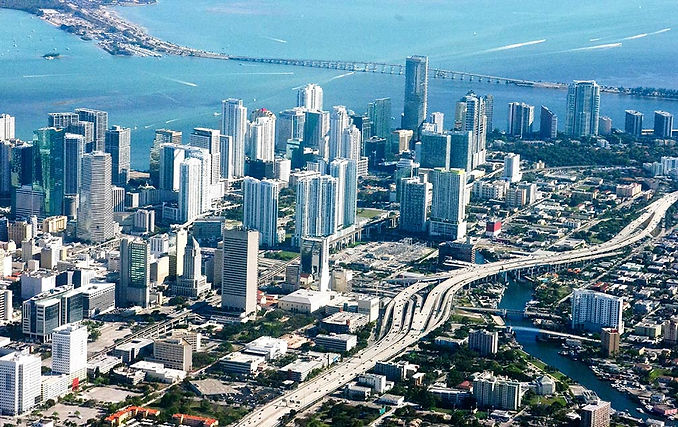 I vantaggi fiscali di un investimento immobiliare a Miami: alto rendimento e poche tasse.