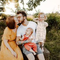 Natürliche-Familienbilder-Familienreportagen-in-den-Elbauen-Dresden-Freital-Kreischa (58).
