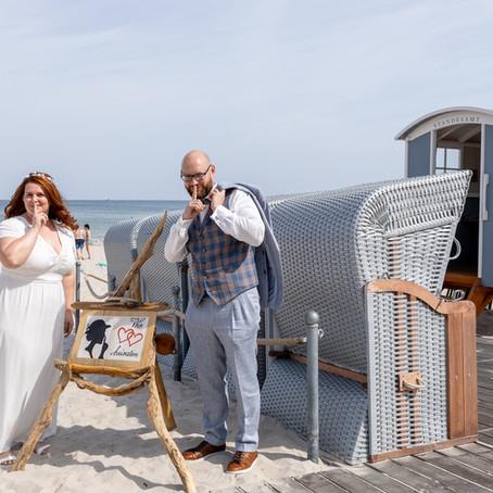 Strandhochzeit auf der Insel Rügen - heiraten im Strandkarren am Ostseestrand von Binz