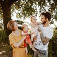 Natürliche-Familienbilder-Familienreportagen-in-den-Elbauen-Dresden-Freital-Kreischa (33).