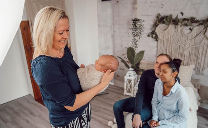 Liebevolle Babyfotografin in Dresden Kleinzschachwitz Neugeborene Schwangere Babybauchfoto