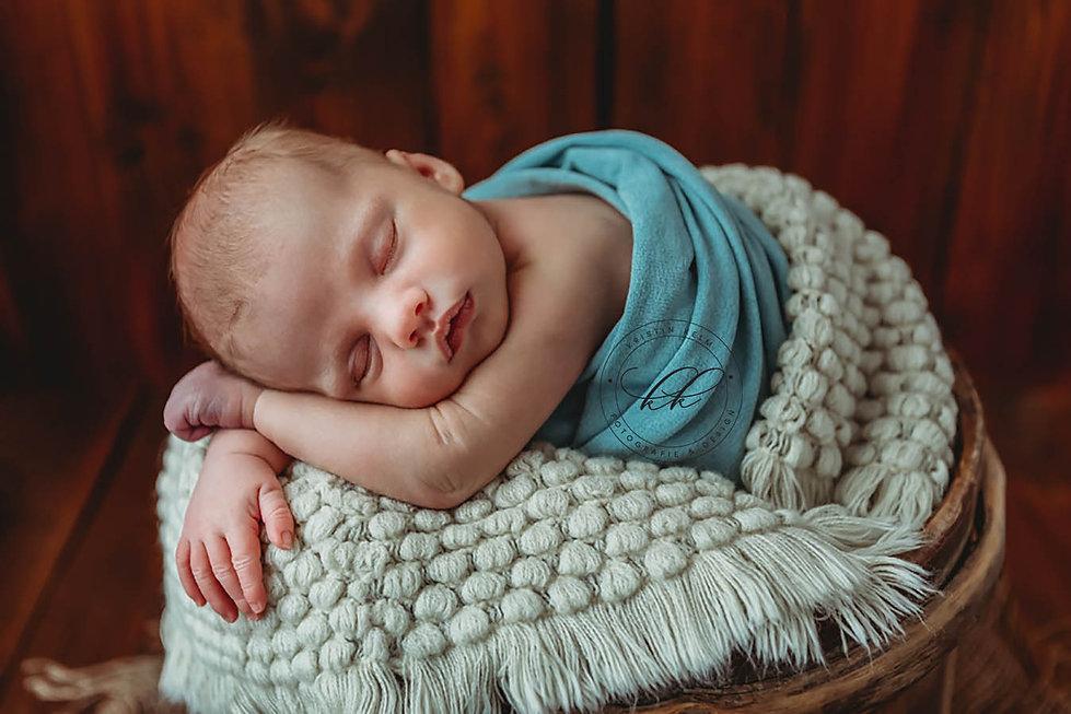 liebevolle-babyfotos-in Dresden-natürlic