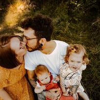 Natürliche-Familienbilder-Familienreportagen-in-den-Elbauen-Dresden-Freital-Kreischa (62).