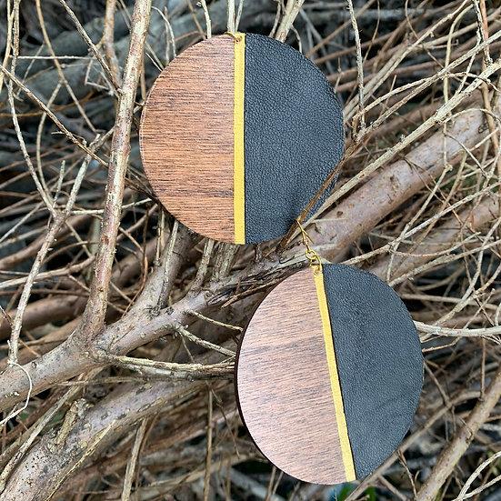 Leather and wood earring - www.venusisland.co.uk