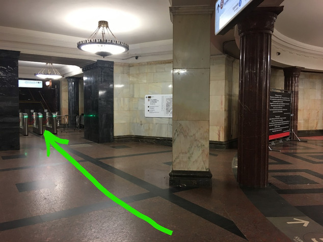 Route to Kurskaya station's entrance lob