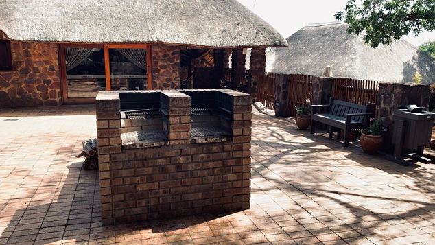 Group/Family Lodge: Outside Central Braai Area