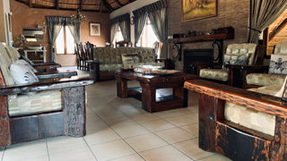 Group/Fmaily Lodge: Lounge and Dinning Area