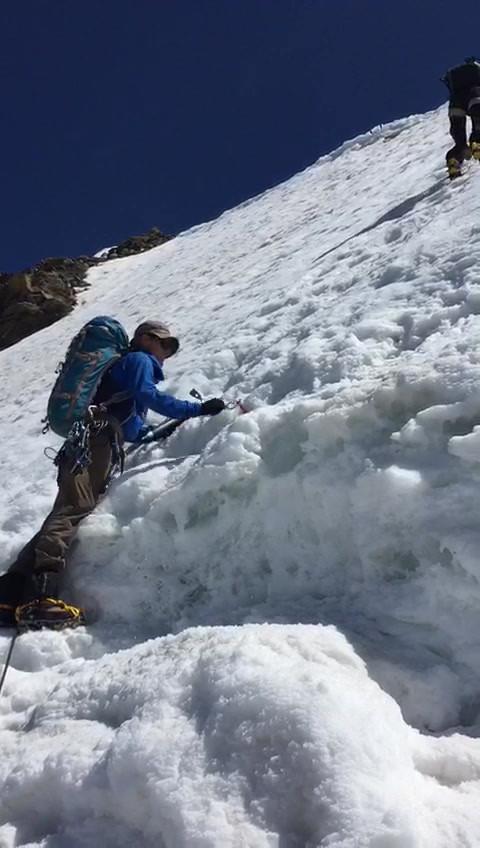 Eisschraube setzen Jégcsavart betenni