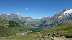 Ascension solidaire du Dôme des Écrins, voisin du Mont Blanc (4015 mètres d'altitude) par quatre jeunes en conflit avec la loi, les 5 et 6 juillet 2018