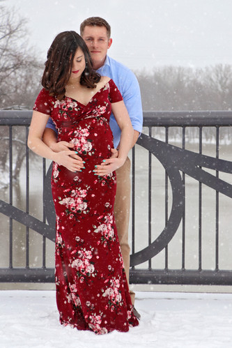 Winter Maternity Pictures at Tapawingo Parke, Lafayette Indiana