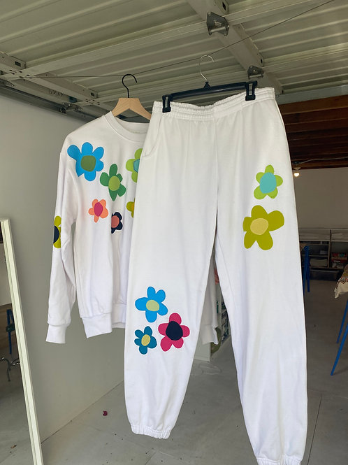 white crewneck sweat suit w/flowers