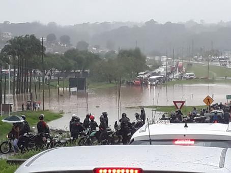 Chuva causa mortes,deslizamento de barreiras e alagamentos em Recife