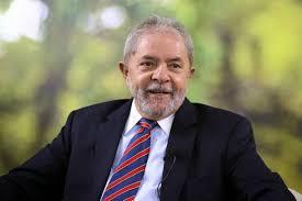 Lula diz que vazamento põe em dúvida facada em Bolsonaro