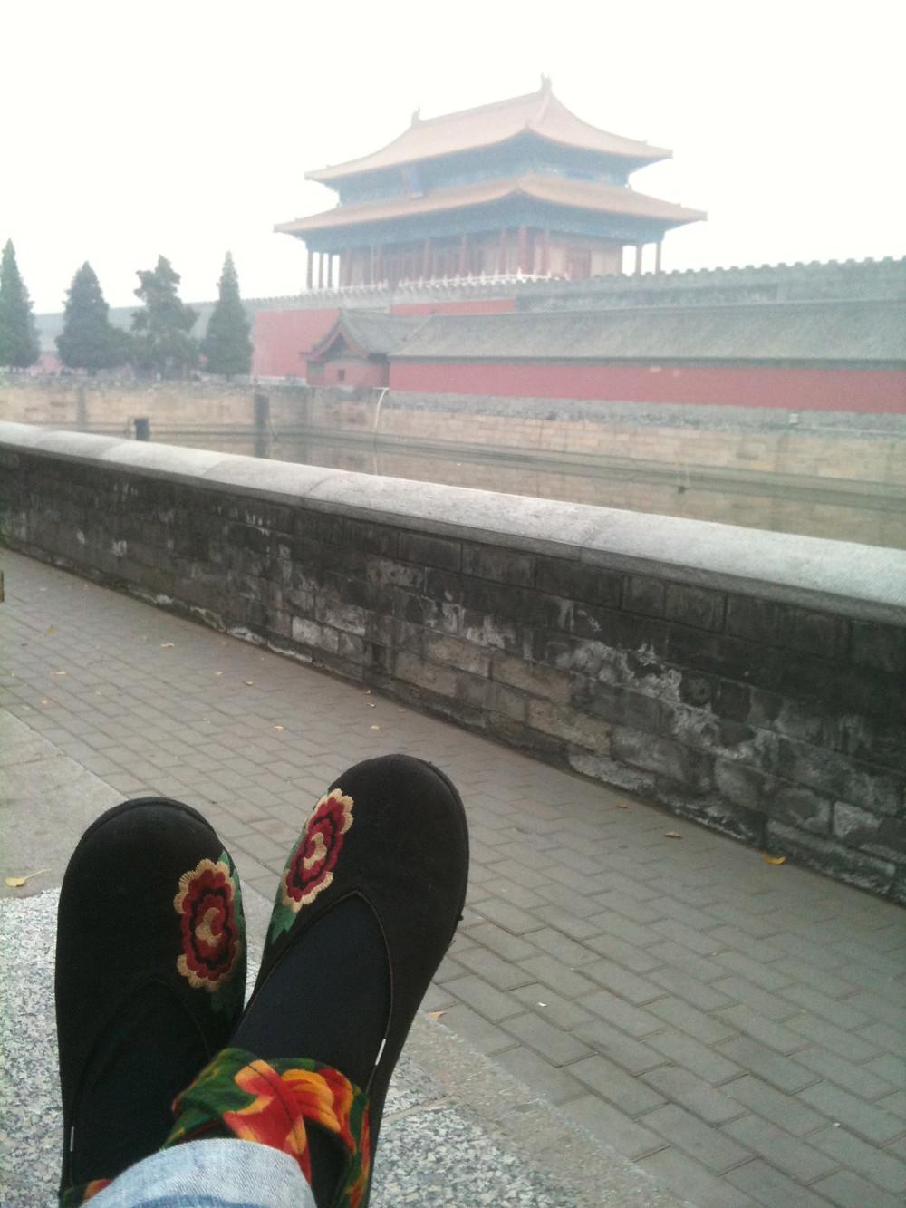 黑棉包頭繡花鞋