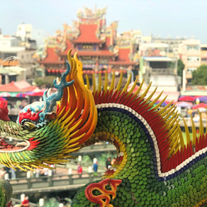 The Dragon of Pagoda in Kew Garden and Lotus Pond | 龍之塔