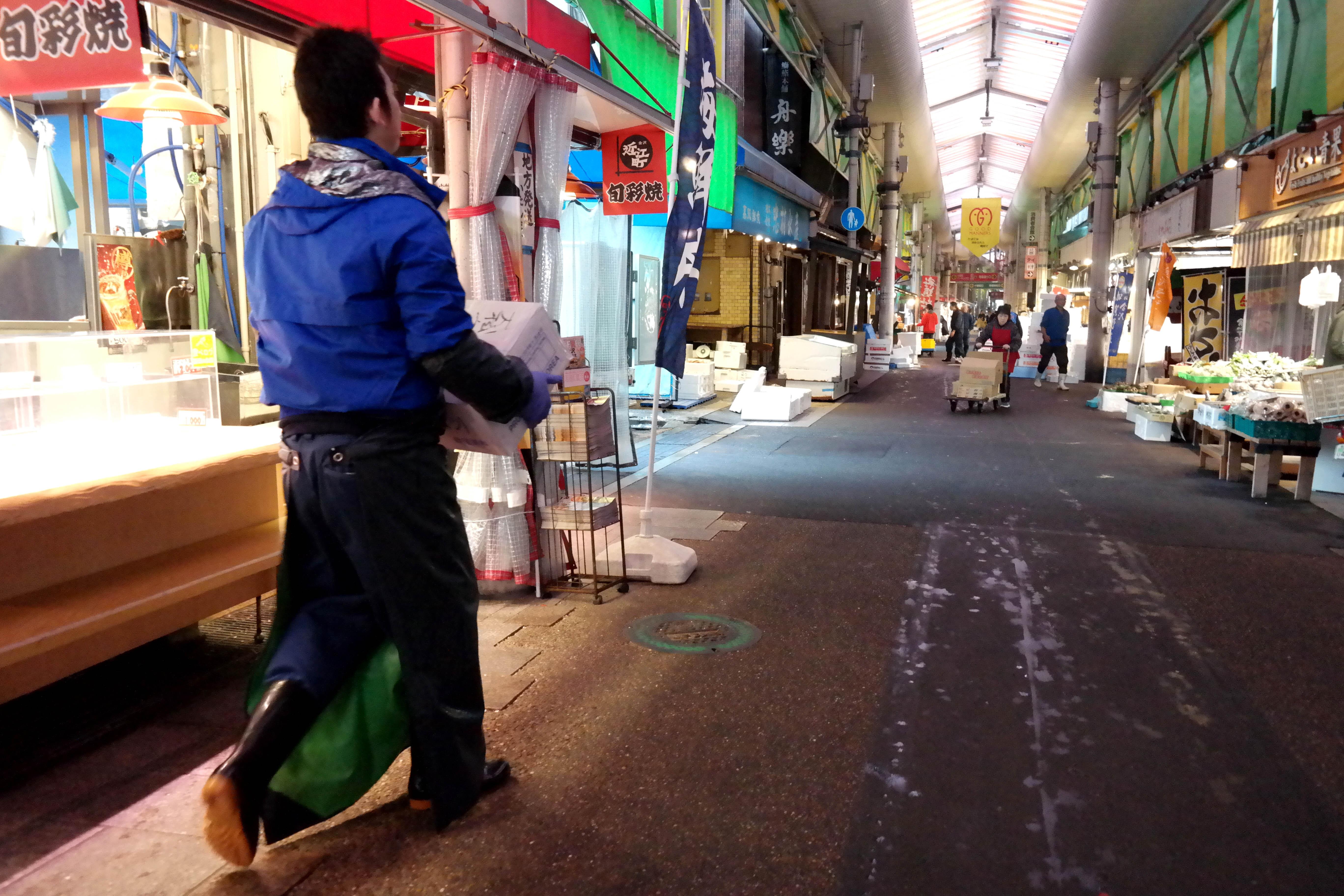 kanazawa fish market morning prep