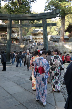 nikko crowds and kimonos