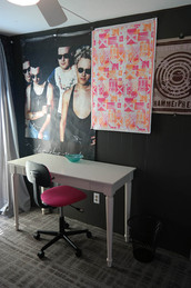 605 single room workspace