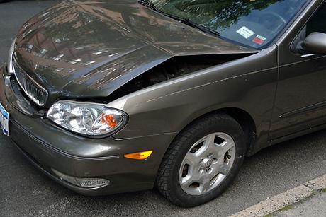 Abgestürztes Auto