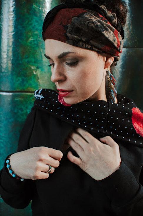 Nursing Sweatshirt - Black with Coquelicots - Le rouge et le noir