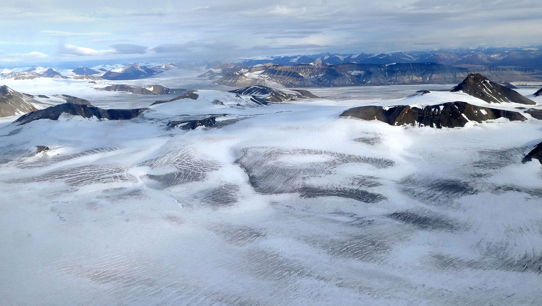 Flyfoto på vei til Longyearbyen.