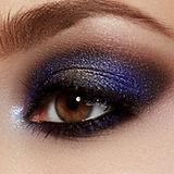Sombra de ojos azul brillante