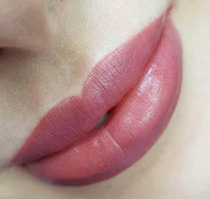 Lips with Contour