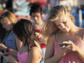 Teens' compulsive texting can cause neck injury