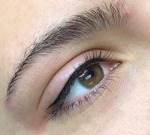 Small Wing Tip Eyeliner