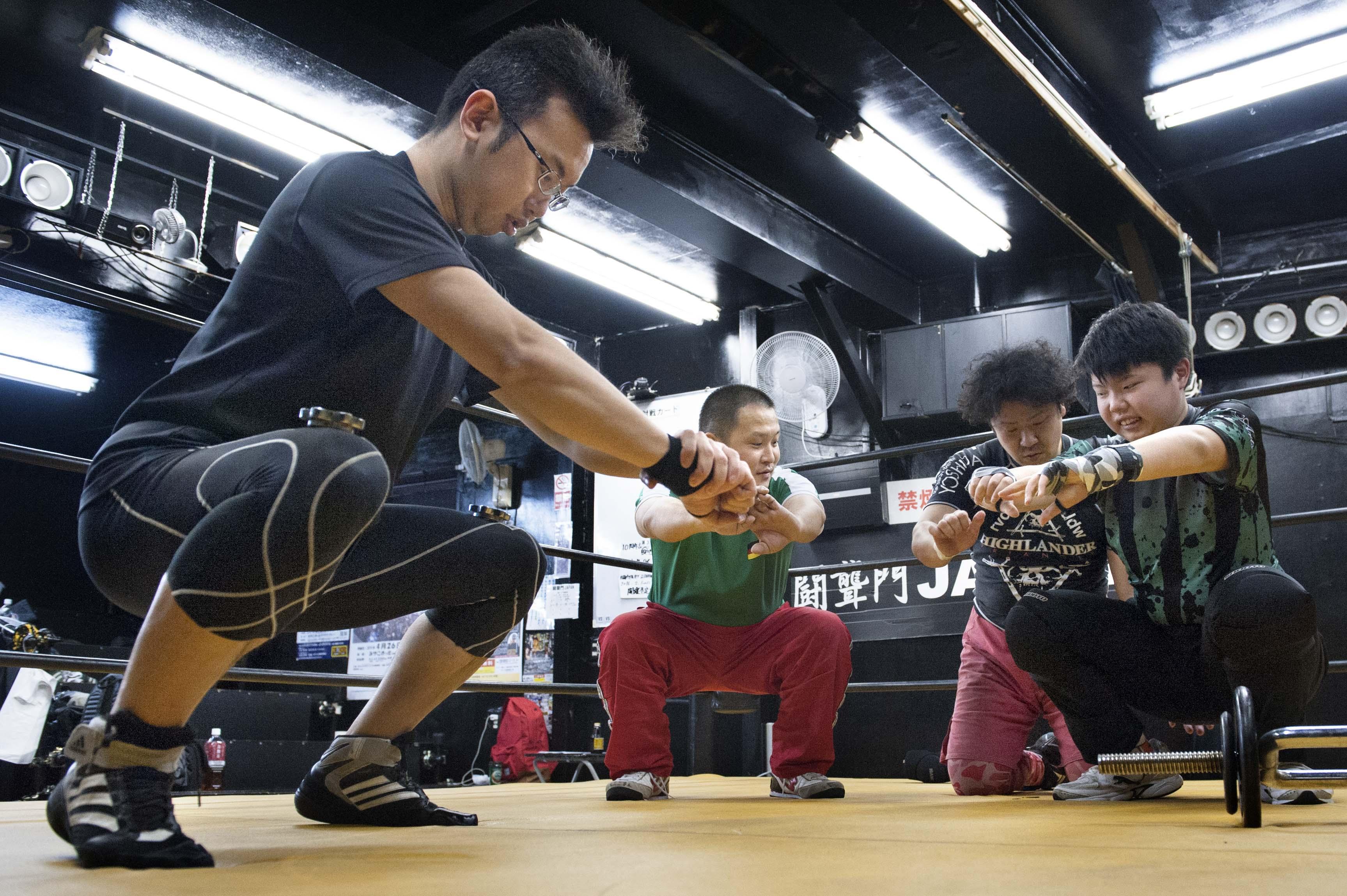 闘聾門—Sing wrestlers