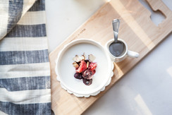 Yoghurt mit Früchten & Nüssen