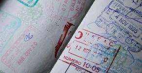 Exigindo seguro saúde, Brasil reabre fronteiras aéreas