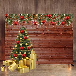 Деревянная стена с ёлкой