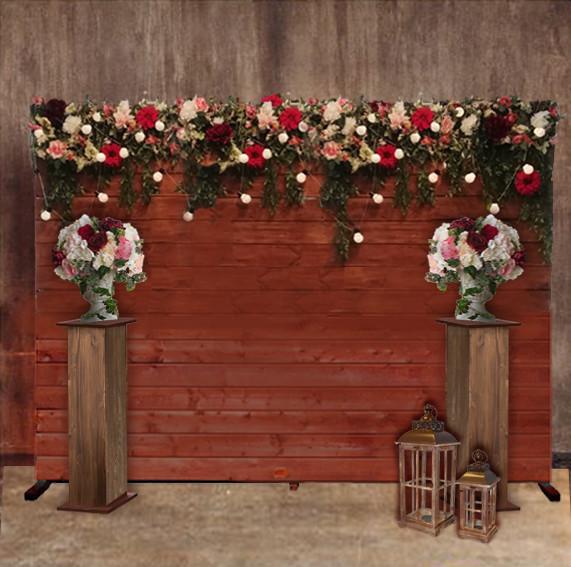 Деревянная стена с цветами
