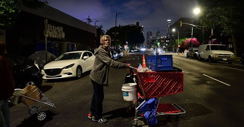 Housing the Homeless:Tents for Everyone, or Palaces for a Few?