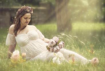 Babybauch fantasy Wiese.jpg
