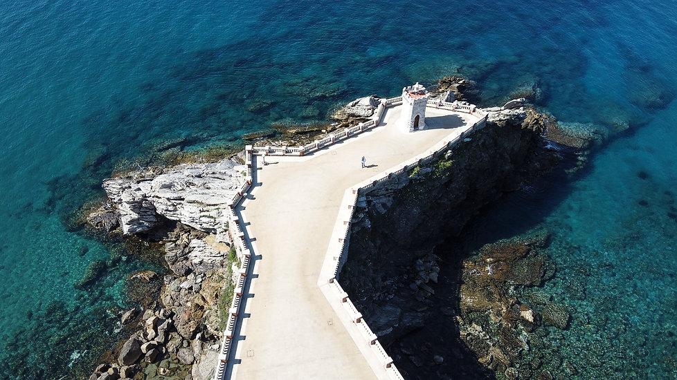 Mattia Crocetti soli nel mare (Piombino)