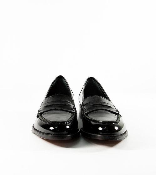 黑色漆皮尖頭樂福鞋