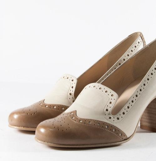 經典雕花淑女跟鞋