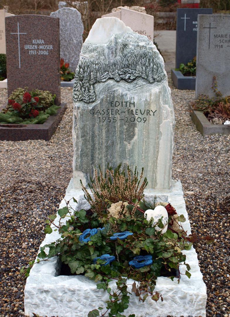 Grabdenkmal mit Relief