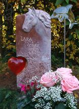 Pferdekopf Urnengrabstein