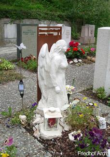 Engelfigur vollplastisch Grabstein