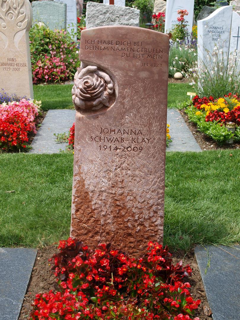 Rose in Hand Grabdenkmal