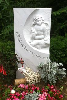 Engelskind Relief aus Marmor Grabstein