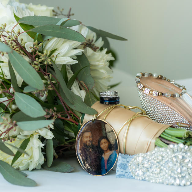 Custom made bridal bouquet picture ornament