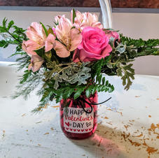 Small Valentine's arrangement in red mas