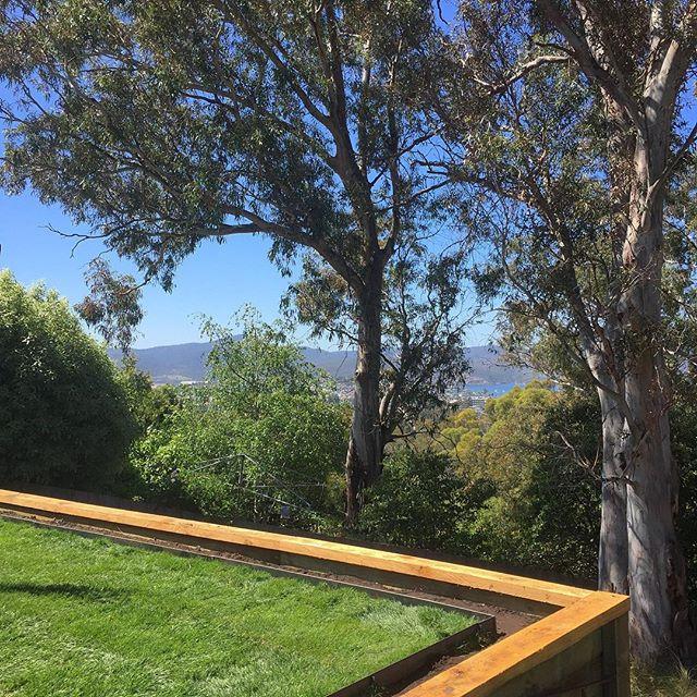 Tas Oak retaining wall #landscaping #landscapedesign #vandiemenslandscapes #garden #tasoak #gardende