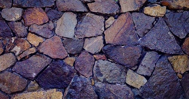 Stonewall #vandiemenslandscapes #landscaping #landscapesdesign #gardendesign #stonewall