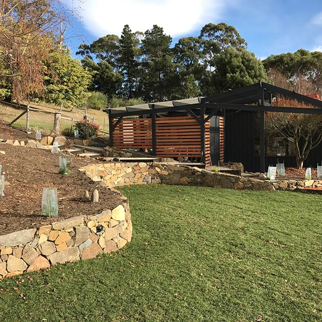 Clouds End project , stone wall #vandiemenslandscapes #tasmaniangardens #landscapedesign #gardendesi